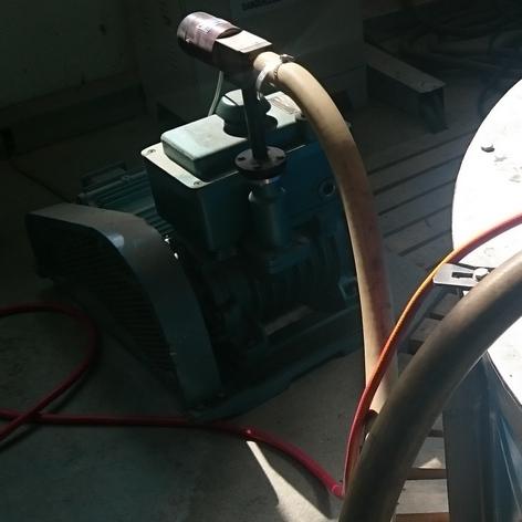 Вакуумный насос для откачки воздуха из печи